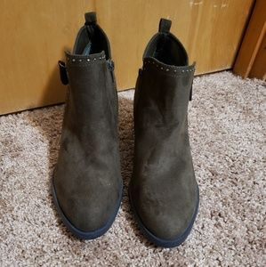 NEW Stylish Boots